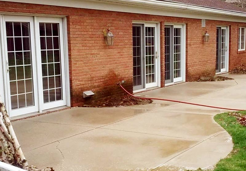 concrete cleaning and rust removal service from tree frog softwash in northeast indiana